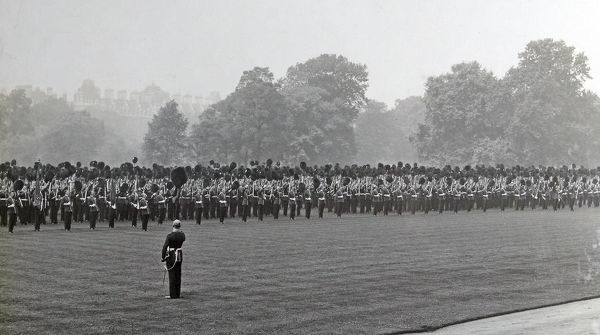 1910, buckingham palace, review for regiment by king george v, Album 28, Grenadiers1136