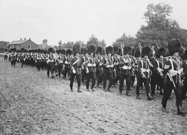 1910, sgt brown leading, Album 36, Grenadiers1686-2