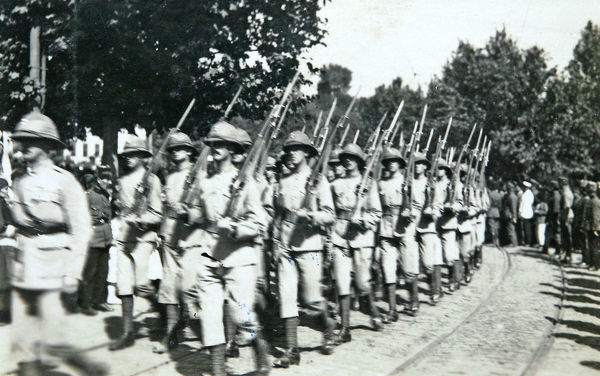 2nd and 3rd guard of honour, march to docks, Album 101, Grenadiers3059