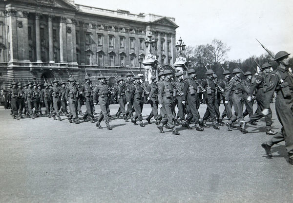 6th battalion, buckingham palace, may 1944, Album 52, Grenadiers2512