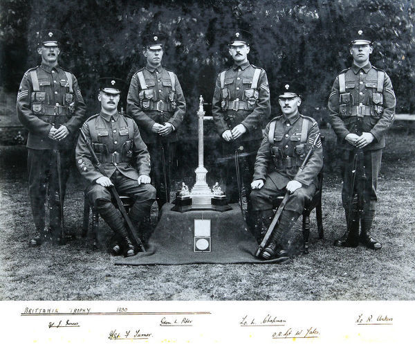 brittania trophy, 1930, poper, miness, chapman, ankers, sales. turner, Album 122, Grenadiers3220