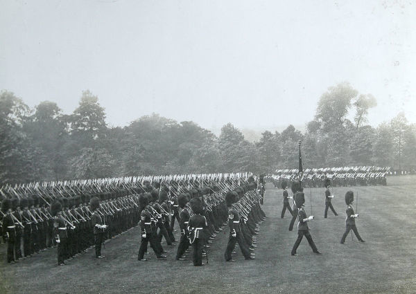buckingham palace, king's coy, Album 28, Grenadiers1113