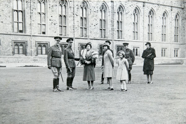 col pilcher, sir piers legh, hm king george vi, hm the queen, hrh princess elizabeth, hrh princess margaret rose, lady seymour, 21 april, 1942, Album 153, Grenadiers3440