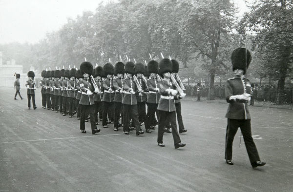 march past, wellington barracks, Album 140, Grenadiers3382