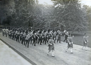 1910 band and drums entering buckingham palace