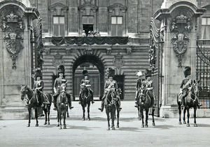 king george v horseback buckingham palace