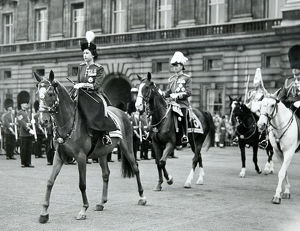 trooping the colour hm the queen buckingham palace