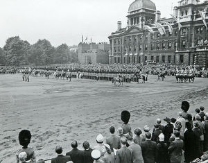 trooping tyhe colour hm the queen horse guards parade